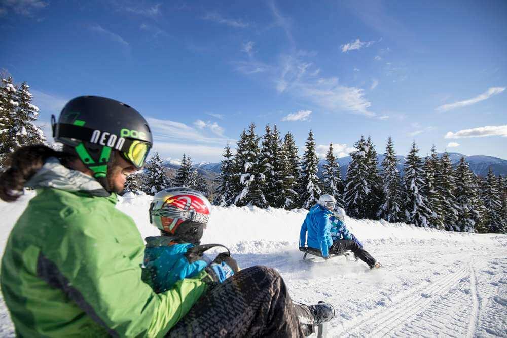 Lontani dal viavai delle piste - Racchette da neve, slittino, sci alpinismo e sci di fondo in Val Pusteria!